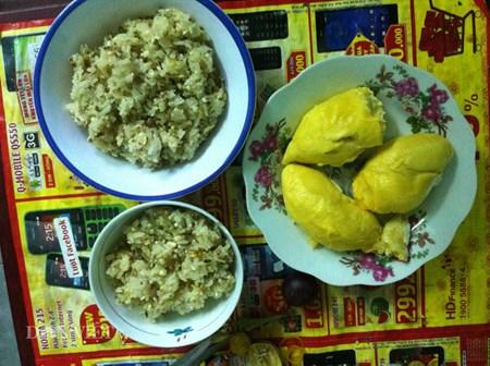 Món cơm nếp trong mùa sầu riêng của má - 1
