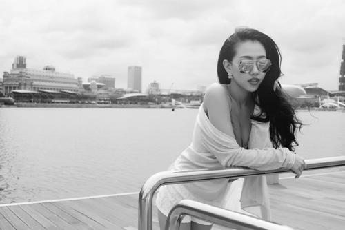 Joxy Thùy Linh khoe bộ ảnh mới trong chuyến công tác tại Singapore - 1