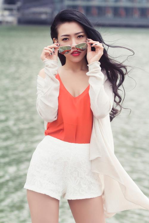 Joxy Thùy Linh khoe bộ ảnh mới trong chuyến công tác tại Singapore - 2