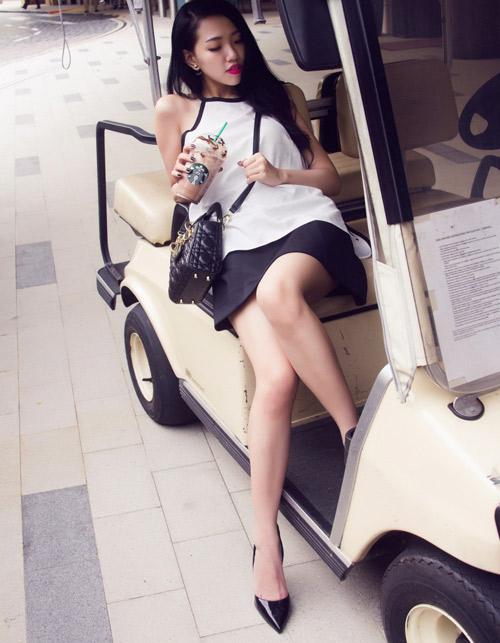 Joxy Thùy Linh khoe bộ ảnh mới trong chuyến công tác tại Singapore - 4