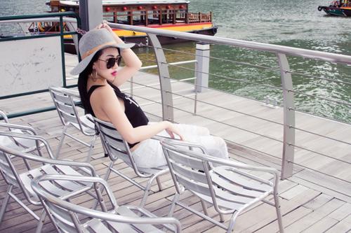 Joxy Thùy Linh khoe bộ ảnh mới trong chuyến công tác tại Singapore - 6