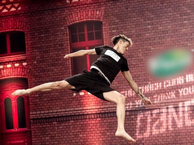 Vũ công 1 tay gây bất ngờ tại Thử thách cùng bước nhảy 2015