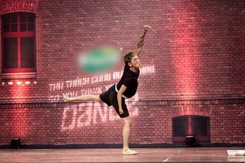 Vũ công 1 tay gây bất ngờ tại Thử thách cùng bước nhảy 2015 - 2