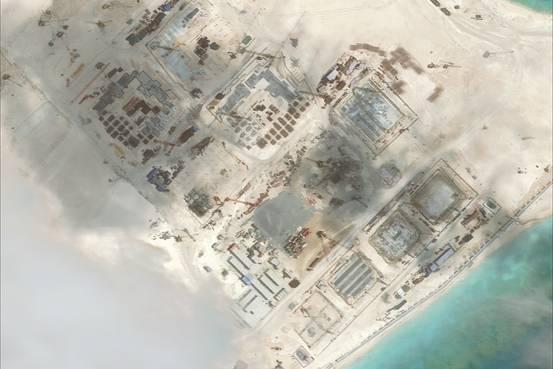TQ lần đầu diễn tập tiếp tế tên lửa trên biển - 3