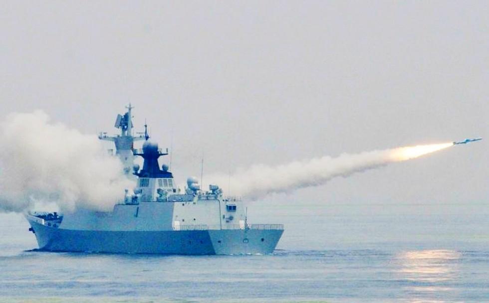 TQ lần đầu diễn tập tiếp tế tên lửa trên biển - 1