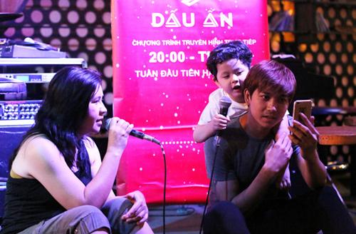 Vắng Trương Quỳnh Anh, Tim đảm đang chăm sóc con trai - 2