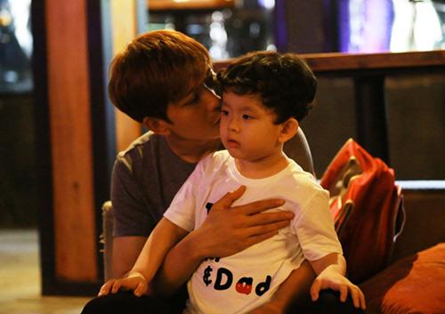 Vắng Trương Quỳnh Anh, Tim đảm đang chăm sóc con trai - 3