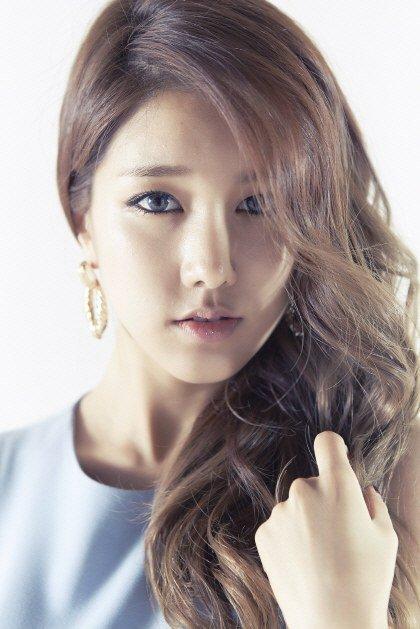 Ngủ gật khi lái xe, nữ ca sỹ Hàn gây tai nạn nghiêm trọng - 1