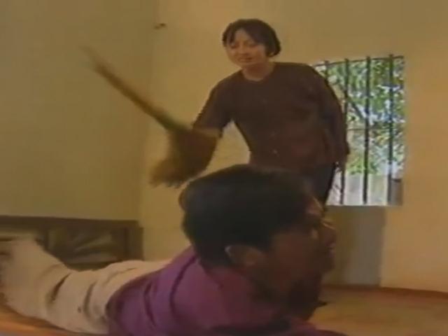 Quang Tèo, Giang Còi cầm chổi đánh vợ