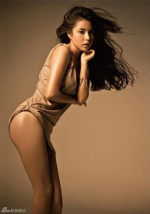 Vẻ nóng bỏng của bạn gái mỹ nam hot nhất nhì Hàn Quốc - 11