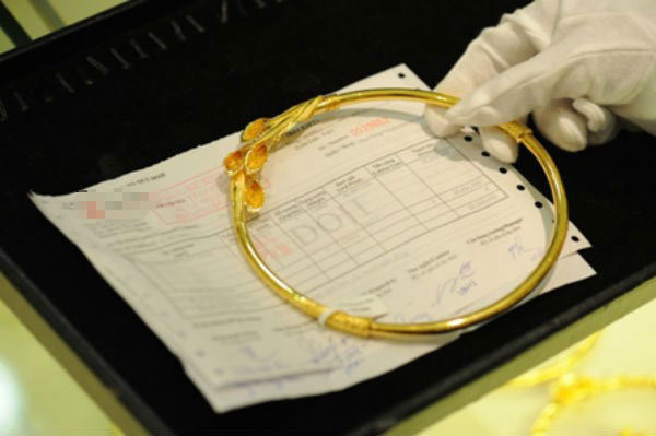 Giá vàng giảm về sát 34 triệu đồng/lượng - 1