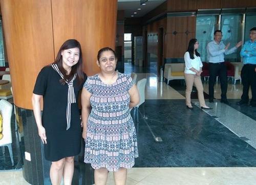 Hàng loạt phụ nữ Malaysia bị xua đuổi vì mặc váy ngắn - 3