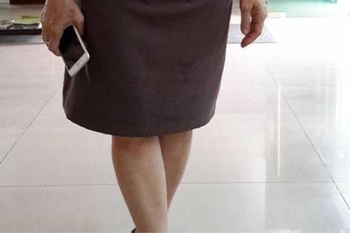 Hàng loạt phụ nữ Malaysia bị xua đuổi vì mặc váy ngắn - 2
