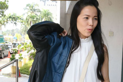 Hàng loạt phụ nữ Malaysia bị xua đuổi vì mặc váy ngắn - 7