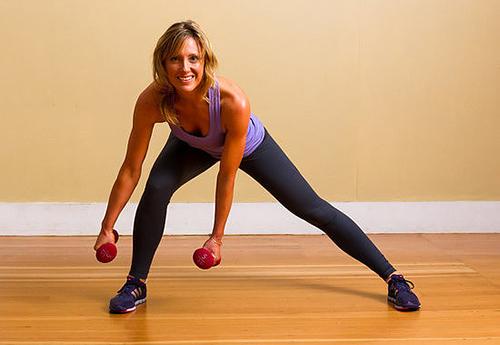5 bài tập với tạ tay giúp chân thon, mông đẹp - 4