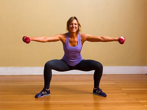 5 bài tập với tạ tay giúp chân thon, mông đẹp - 6