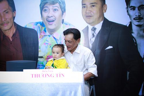Diễn viên Thương Tín lần đầu khoe vợ trẻ và con gái nhỏ - 4