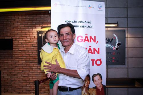 Diễn viên Thương Tín lần đầu khoe vợ trẻ và con gái nhỏ - 3
