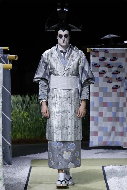 Khi mẫu nam hoá geisha, đi lại như... hồn ma - 1