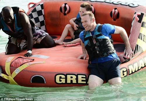Sao 360 độ: Rooney chơi thả phanh ở Barbados - 2