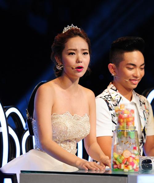 Minh Hằng dùng kẹo dỗ ngọt thí sinh nhí - 4