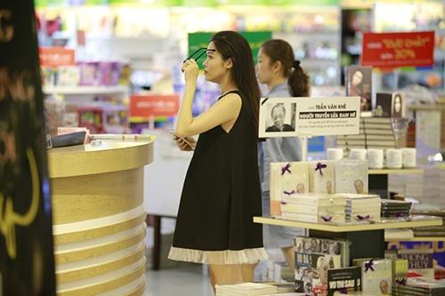 Bắt gặp Đăng Khôi dắt vợ bầu đi mua sắm cuối tuần - 6
