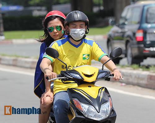"""""""Cơn lốc vàng"""" SLNA đổ bộ sân """"Chelsea Việt Nam"""" - 3"""