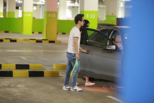 Bắt gặp Đăng Khôi dắt vợ bầu đi mua sắm cuối tuần - 13