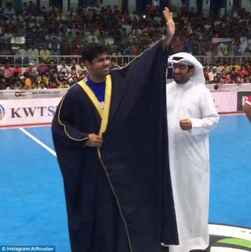 """Đá giao hữu, Diego Costa vẫn """"hết mình"""" tại Kuwait - 3"""