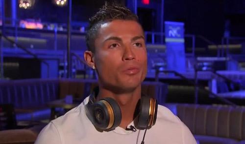 """Ronaldo nổi cáu với trợ lý: """"Anh làm tôi trông ngu ngốc"""" - 1"""