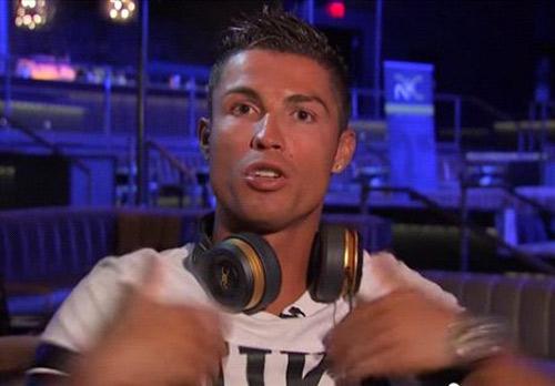 """Ronaldo nổi cáu với trợ lý: """"Anh làm tôi trông ngu ngốc"""" - 2"""