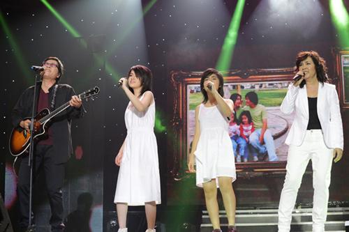 Phương Thảo, Ngọc Lễ khóa môi ngọt ngào trên sân khấu - 1