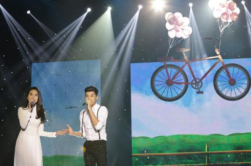 Phương Thảo, Ngọc Lễ khóa môi ngọt ngào trên sân khấu - 9