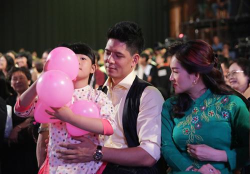 Phương Thảo, Ngọc Lễ khóa môi ngọt ngào trên sân khấu - 15