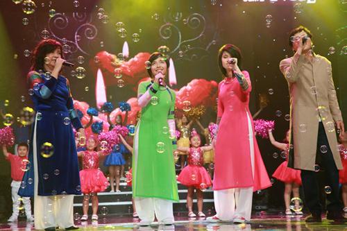 Phương Thảo, Ngọc Lễ khóa môi ngọt ngào trên sân khấu - 12