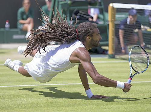 """Hot shot: """"Dị nhân"""" loại Nadal bay người ghi điểm - 1"""