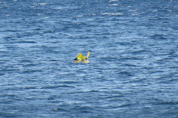 Bé 10 tháng tuổi trôi ra giữa biển vì bố mẹ bất cẩn - 1