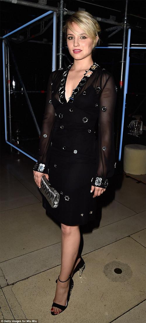 Paris Hilton ăn mặc táo bạo mừng ngày quốc khánh Mỹ - 11