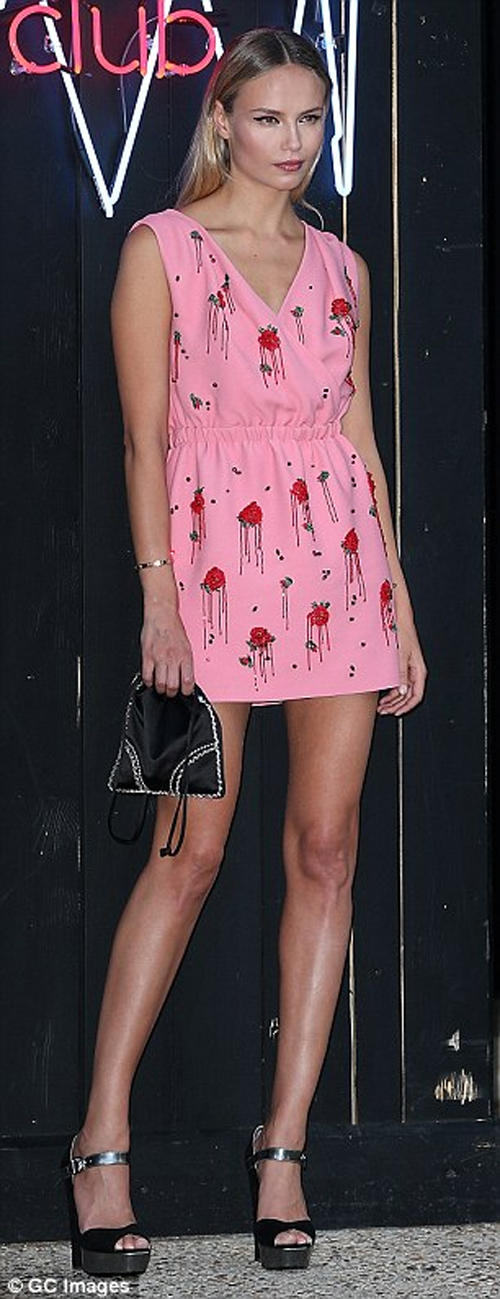 Paris Hilton ăn mặc táo bạo mừng ngày quốc khánh Mỹ - 12