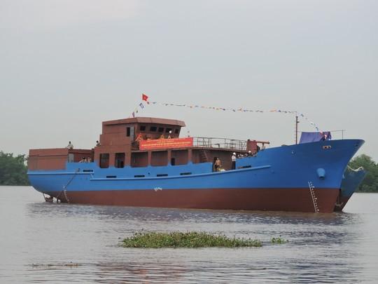 Hạ thủy tàu dịch vụ hậu cần nghề cá hiện đại nhất VN - 2