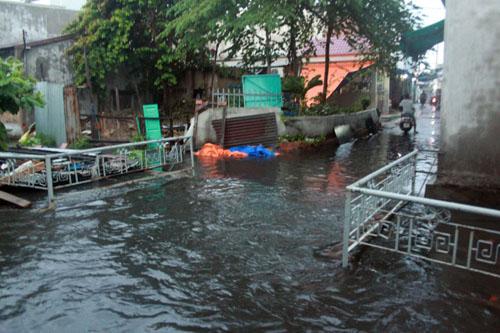 Người Sài Gòn vừa lội nước ngập vừa sợ sấm chớp - 6