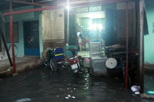 Người Sài Gòn vừa lội nước ngập vừa sợ sấm chớp - 7