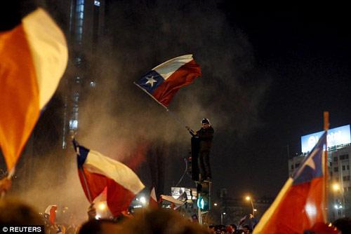 Chile chìm vào bạo loạn sau khi vô địch Copa - 1