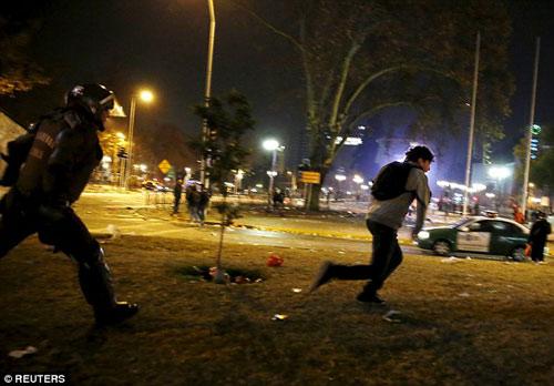 Chile chìm vào bạo loạn sau khi vô địch Copa - 5