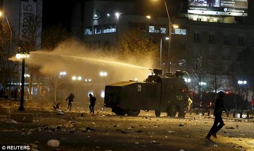 Chile chìm vào bạo loạn sau khi vô địch Copa - 6