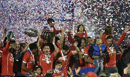 Chile chìm vào bạo loạn sau khi vô địch Copa - 11