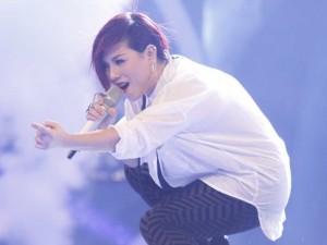 Vân Quỳnh gây tiếc nuối khi bị loại sớm ở Vietnam Idol