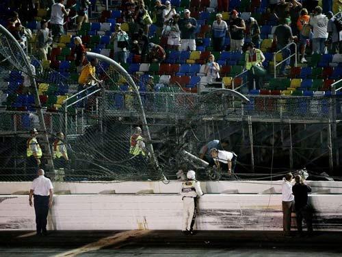 Xe đua cháy, phát nổ hãi hùng ở giải đua Nascar - 10