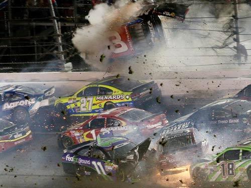 Xe đua cháy, phát nổ hãi hùng ở giải đua Nascar - 2
