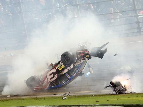 Xe đua cháy, phát nổ hãi hùng ở giải đua Nascar - 5